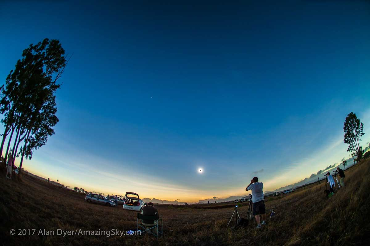 Eclipse 2012 Australia (15 mm wide angle lens).  by Alan Dyer ©
