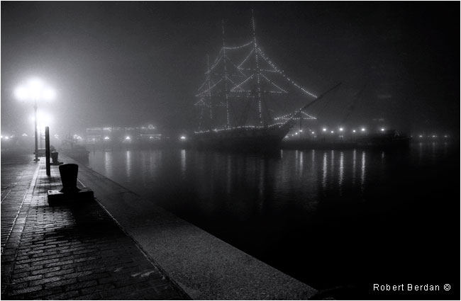 Balitmore harbour at night in the fog photography by Robert Berdan ©