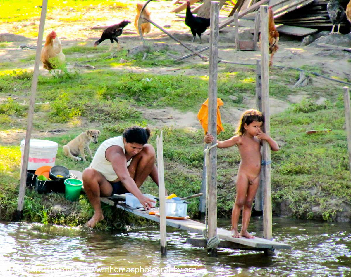 River dwellers along the Amazon by Reinhard Thomas ©