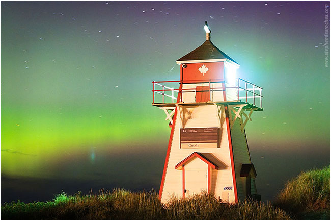 Lighthouse and Aurora by Stephen DesRoches ©